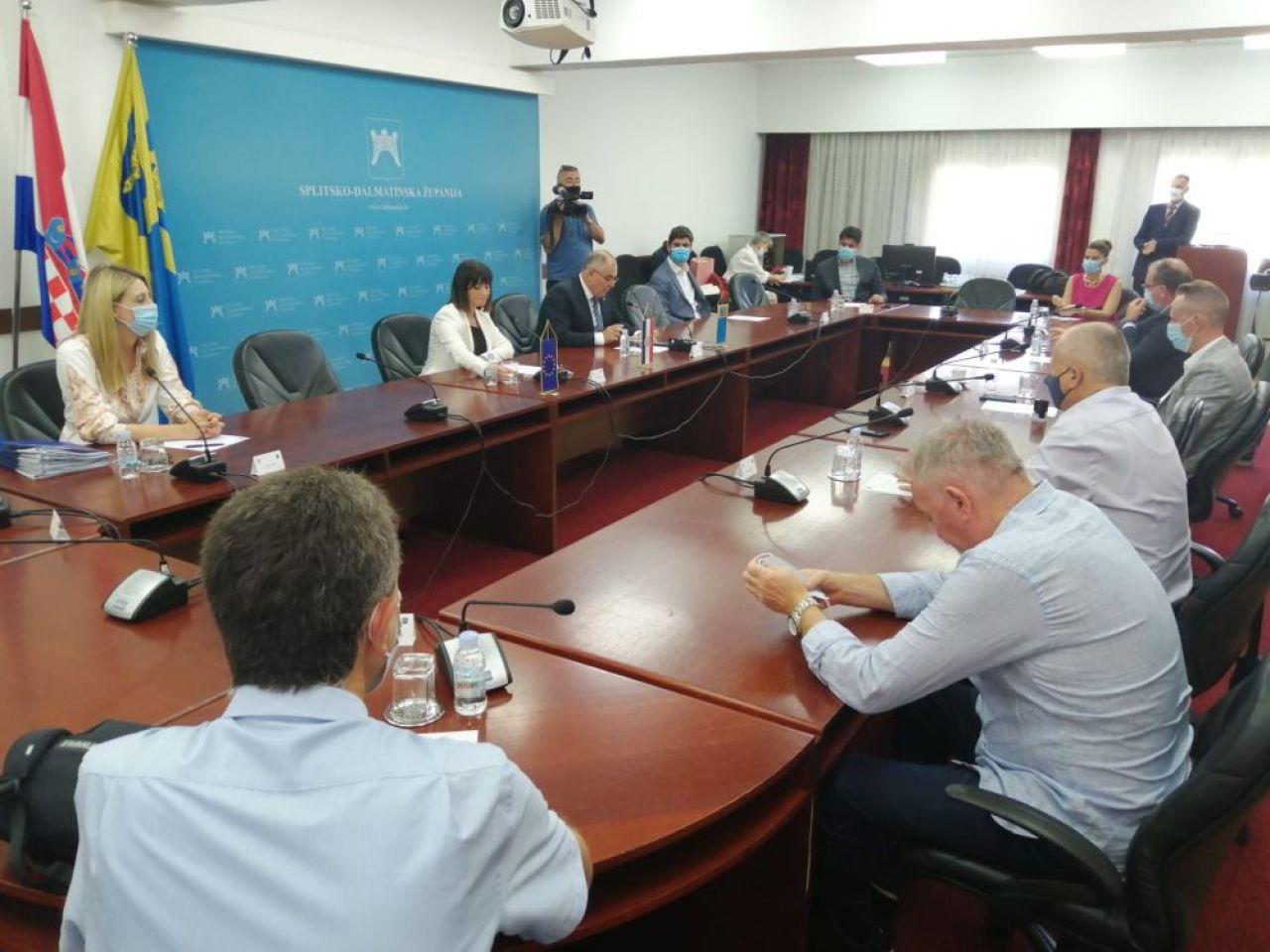 Video: Ministrica Tamišak u Splitu uručila sedam ugovora o sufinanciranju projekata vrijednih 22 milijuna kuna